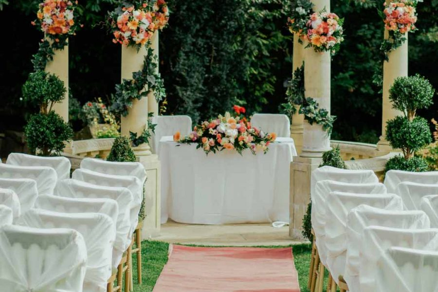 Tips on how to select your wedding theme!